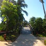 path to the beach & pool