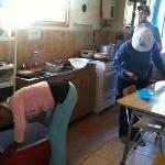 cocina del hostel- los funcionarios echando nosotros del recinto
