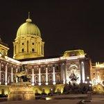 Le palais royal la nuit
