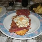 torta de maiz con serrano y huevo