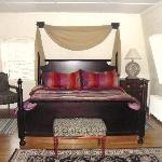 Bellevue Manor 2 Bedroom Suite (Bedroom)