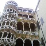 palazzo contarini del bovolo (di fianco all'hotel)