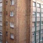 el edificio de la izquierda