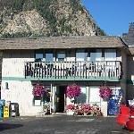 Snowshoe Motel Thumbnail