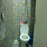 El Jadida, hotel Bordeaux - combined toiled/shower