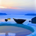 The jacuzzi on the roof with a breathtaking view to the sea and the volcano