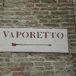 Le Vaporeto pour le centre est à 20m.