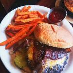 Hamburger mit Sweat Potatoes Fries