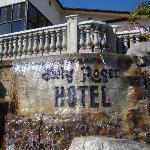L'insegna dell'hotel