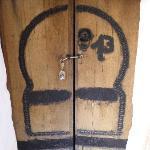 Door, pedal shaft, padlock