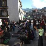 Vor dem Jokhang-Tempel 2