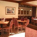 The Cottage Restaurant and Red Carpet Inn and Suites Foto