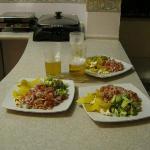 rica comida en cocina de posada tambuca