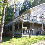 Grand Muskokan 5 or 7 bdrm lakefront rental at Sunny Point Resort