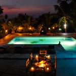 La Piscina a noche (pool at night)