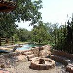 Khaya Umdani - Braai and swimming pool