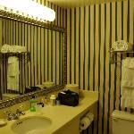 salle de bain et toilettes, shampoing, savon, lait de toilette renouvelés tous les jours