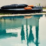 bed autour de la piscine