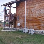 Construction directement sur notre building....essayez de faire la sieste: impossible!