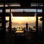 Blick durchs Restaurant zum Strand