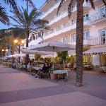 Fachada hotel noche