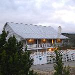 Foto de Equinox Inn at Biscuit Hill