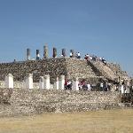 Pirámide con atlantes