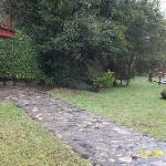el patio entre las piscinas exteriores