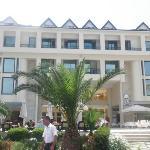 Вид отеля со стороны моря 2010г