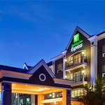 Exterior Holiday Inn Express Calgary South