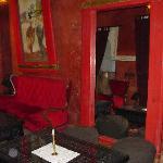 el salón rojo, ideal para tomar algo por la noche