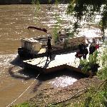 Bote que lleva por el río Colorado