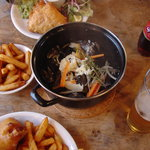 STEAMED MUSSELS ALONG WITH FISH AND CHIPS AT THE LOBSTER SHACK, WHITSTABLE HARBOUR
