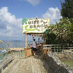restaurant bar au bout de la plage du côté du henry morgan