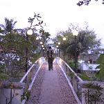お米博物館を入り、この橋を渡って右奥にあります
