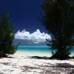 Spiaggia a destra dell'Hibiscus