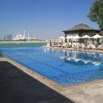 The infinity pool at the Shangri La (with view of Grand Mosque)