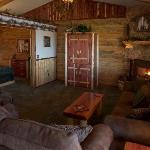 Coxy, log cabin decor