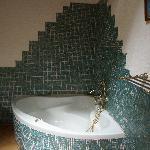 vasca in uno dei bagni di villa aranci