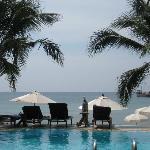 la piscine fabuleuse vue sur plage et mer