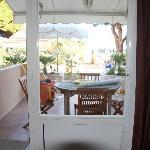 notre terrasse ,store,  parasol, relax, salon de jardin