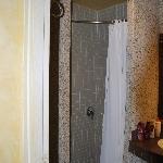 la salle de bain Douche avec rideau .......