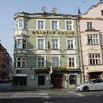 Das Hotel Goldene Krone - gleich links wäre der Triumpfbogen