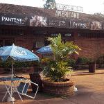 16.-Pto.Iguazú-Complejo Americano: entrada al supermercado