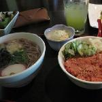 """Speisenauswahl, rechts der """"Spicy Tuna"""""""