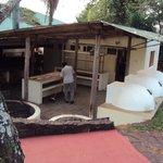 20.-Pto Iguazú Esturión Hotel& Lodge: hornos y parrillas externos