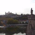 橋から見た要塞