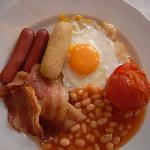 Buffet breakfast includes trusty bacon n eggs!