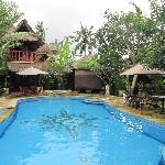 vue piscine et villas