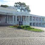 Fachada principal del Hotel desde el parque